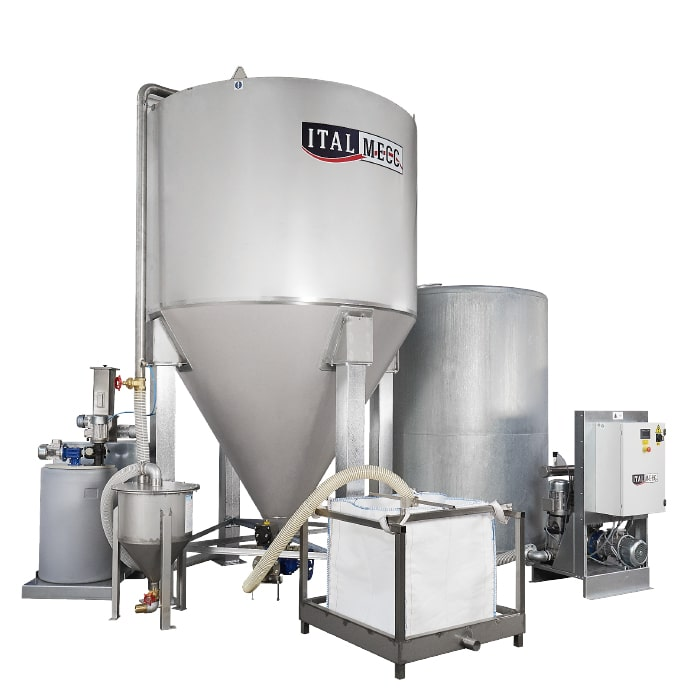 Silo with filtering bag